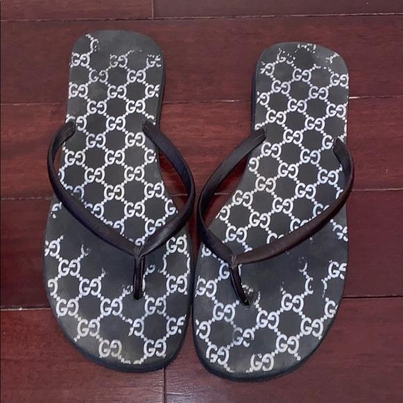 Gucci used men's logo flip flops size 10.5 -11